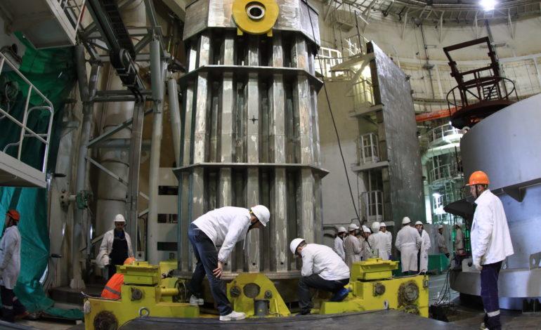 jaderná energie - Fotogalerie ze zavážení imitátorů paliva do 2. bloku Běloruské JE - Nové bloky ve světě (2 09) 2