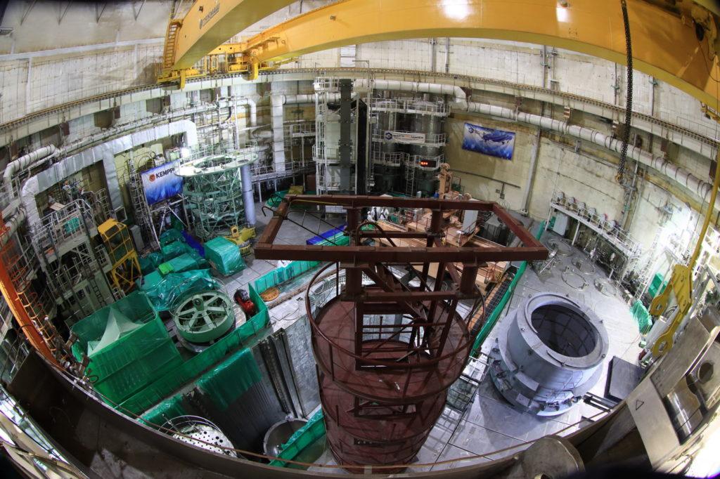 jaderná energie - Fotogalerie ze zavážení imitátorů paliva do 2. bloku Běloruské JE - Nové bloky ve světě (2 02) 1