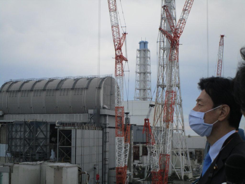 Japonský ministr hospodářské revitalizace Jasutoši Nišimura při návštěvě JE Fukušima Dajiči v roce 2020.  (Zdroj: TEPCO)