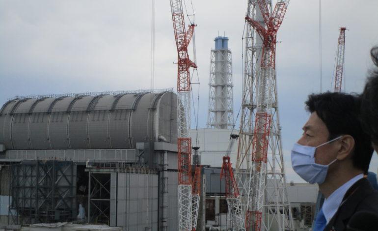 jaderná energie - Fukušima přinesla zvýšení jaderné bezpečnosti - JE Fukušima (Japonsky ministr hospodarske revitalizace Jasutosi Nisimura pri navsteve JE Fukusima Dajici v roce 2020 Zdroj TEPCO) 2