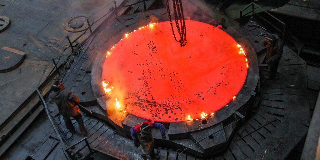 Jedna ocelová placka váží 64 tun. (Zdroj: Rosatom)