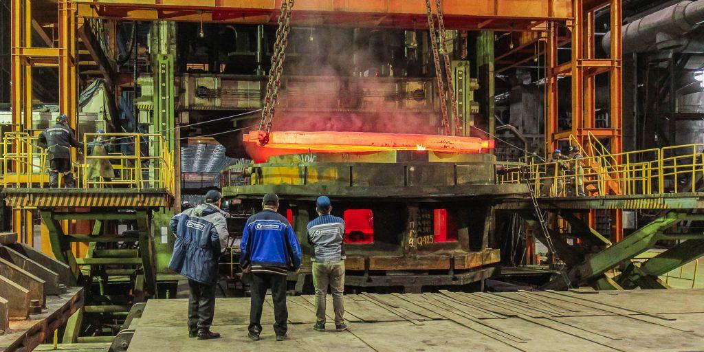 Ohřev polotovaru před zápustkovým kováním při teplotě 960 °C. (Zdroj: Rosatom)