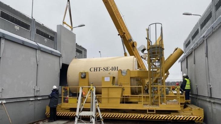 Vkládání prvního kontejneru s palivem do skladu v Černobylu. (Zdroj: Holtec)