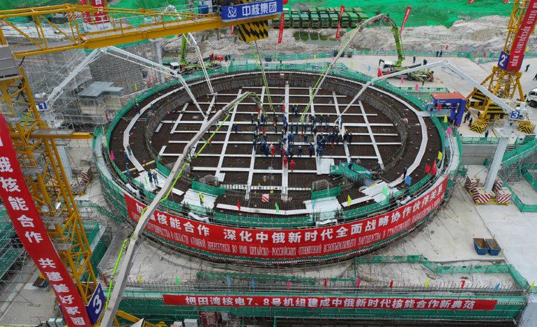 jaderná energie - Začínají práce na výstavbě nových bloků ve dvou čínských jaderných elektrárnách, Tchien-wan a Sü-ta-pao - Nové bloky ve světě (Liti prvniho betonu do zakladu reaktorove budovy 7. bloku JE Tchien wan) 1