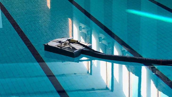 Testování robota v bazénu v Jyväskyle. (Zdroj: Fortum)