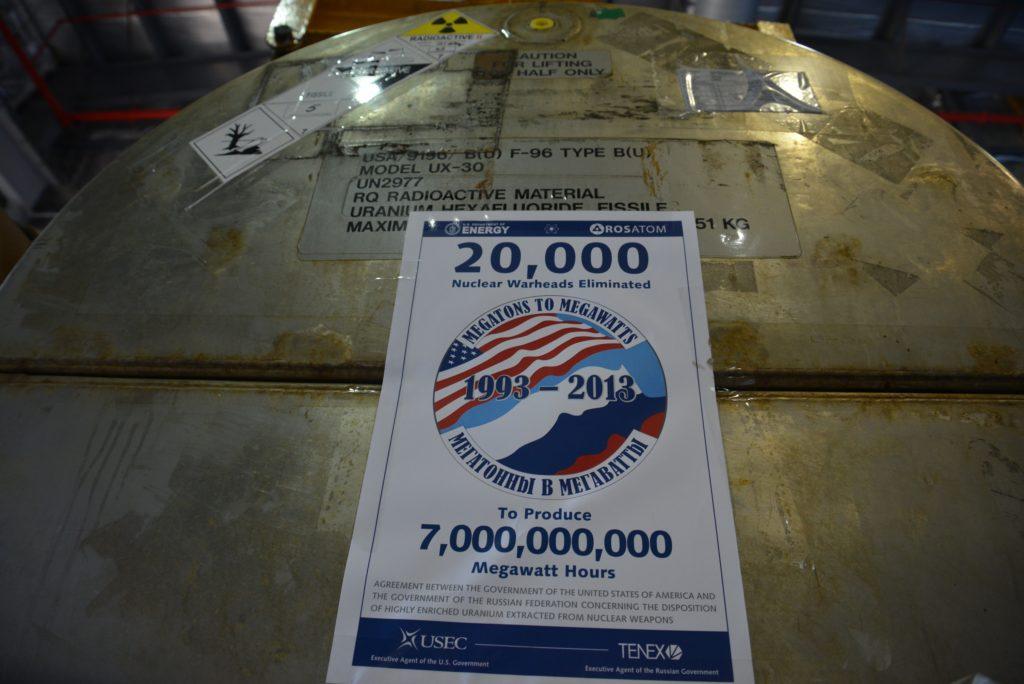Plakát označující poslední dodávku uranu v rámci Megatons to Megawatts. (Zdroj: CentrusEnergy.com)