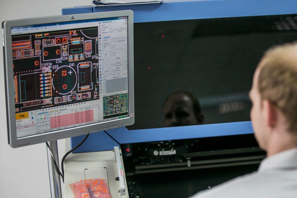 jaderná energie - Česká firma ZAT finišuje s dodávkami pro francouzské jaderné elektrárny - V Česku (vyroba prumyslove elektroniky) 1