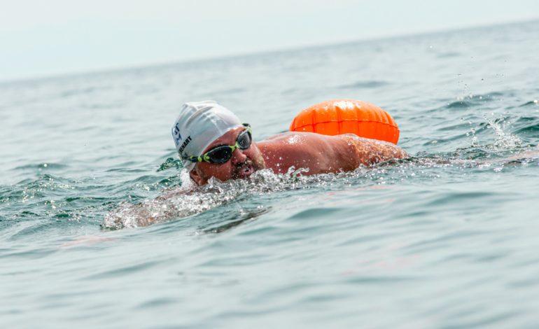 jaderná energie - Plavci urazili 70 km ve studené vodě Bajkalského jezera - Životní prostředí (Francouzsky plavec Steve Stievenart behem Baikal Great Swim 2560) 1