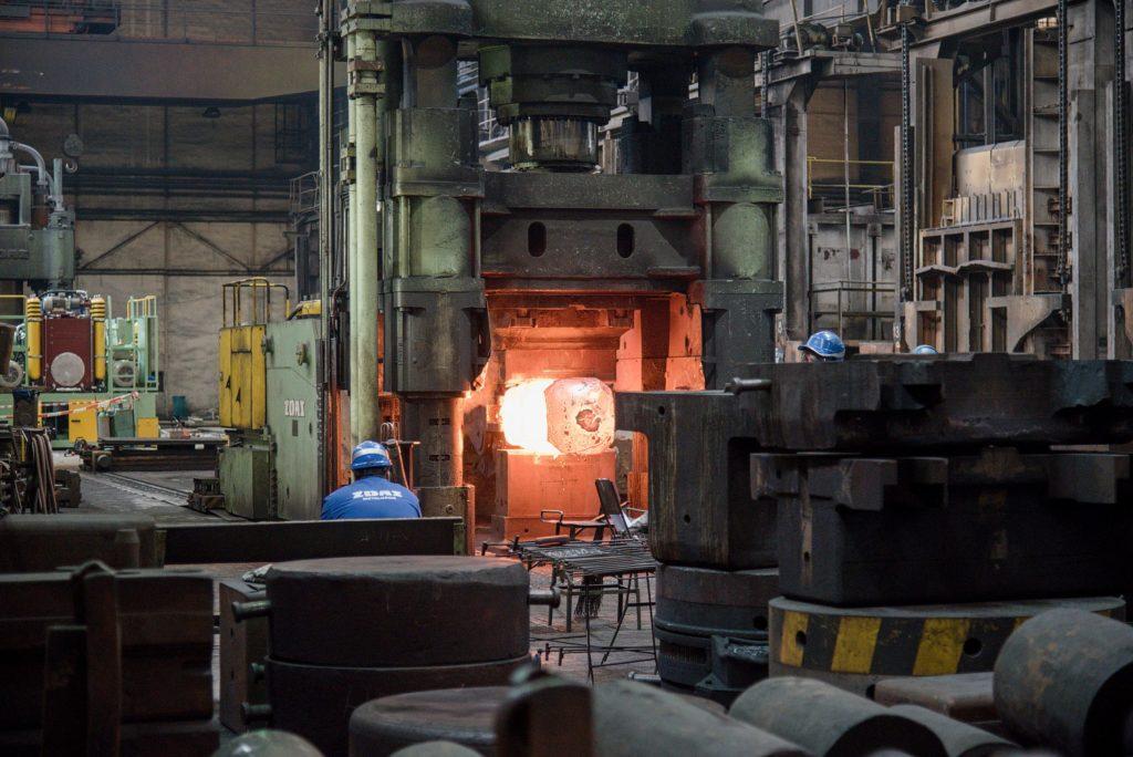 Kovací lis k výrobě volně kovaných odlitků. (Foto: Atominfo)