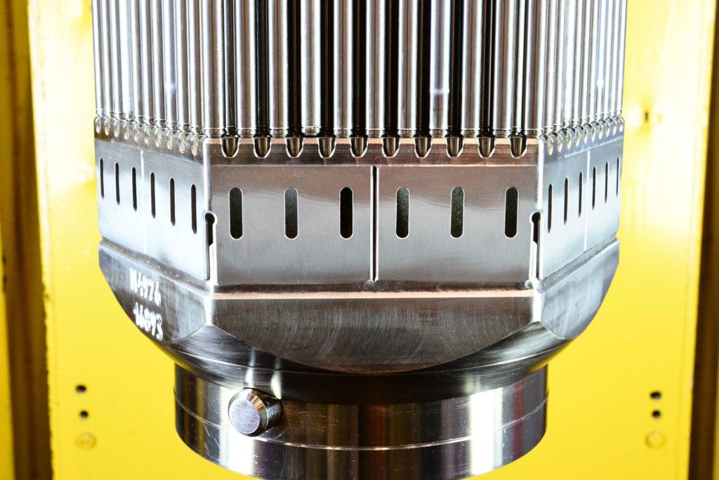Spodní část kazety TVS-2M s tolerantními palivovými proutky. (Zdroj: Rosatom)