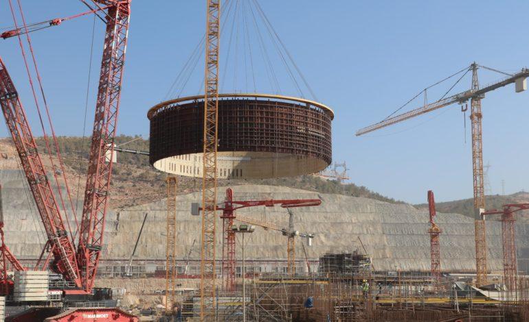 jaderná energie - Na Akkuyu-2 byl usazen 2. prstenec ochranné obálky - Nové bloky ve světě (Usazovani druheho prstence vnitrniho kontejnmentu na misto v JE Akkuyu 2560 1) 1