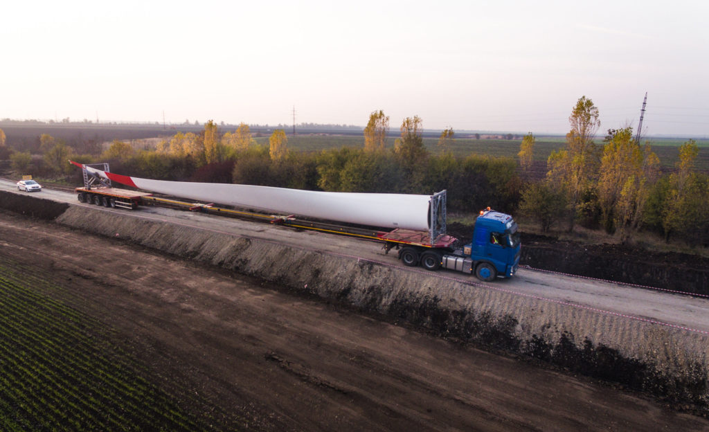 Přeprava listu pro větrnou turbínu. (Zdroj: Rosatom)