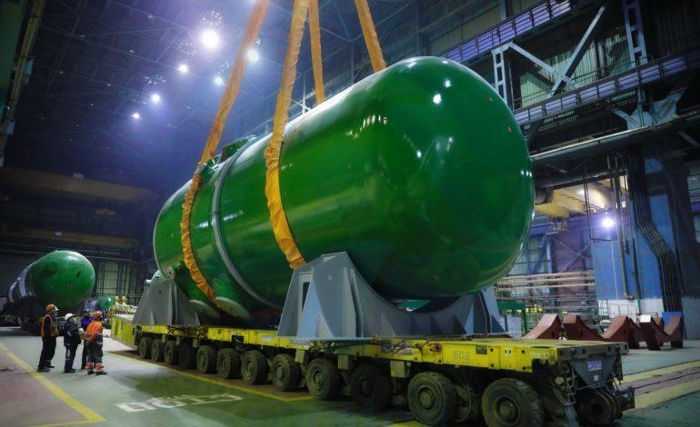 jaderná energie - VJE Rooppur byla dokončena montáž reaktorové nádoby - Nové bloky ve světě (Reaktor pro prvni blok JE Rooppur ve vyrobnim podniku Atommas) 2